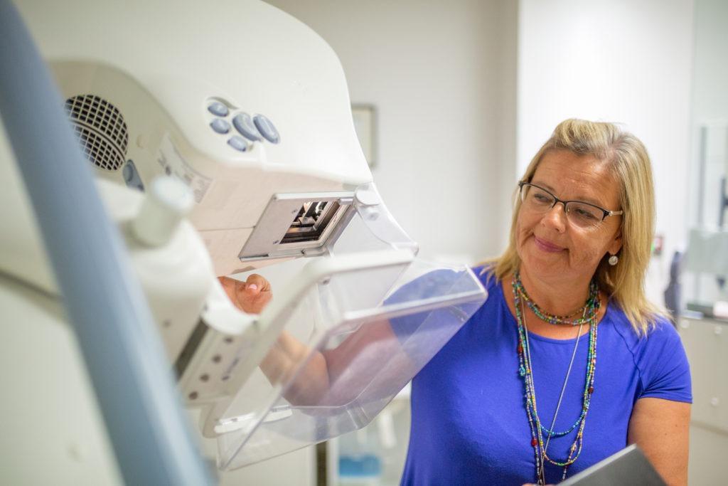 mammogram technologist demonstrates how mammogram works